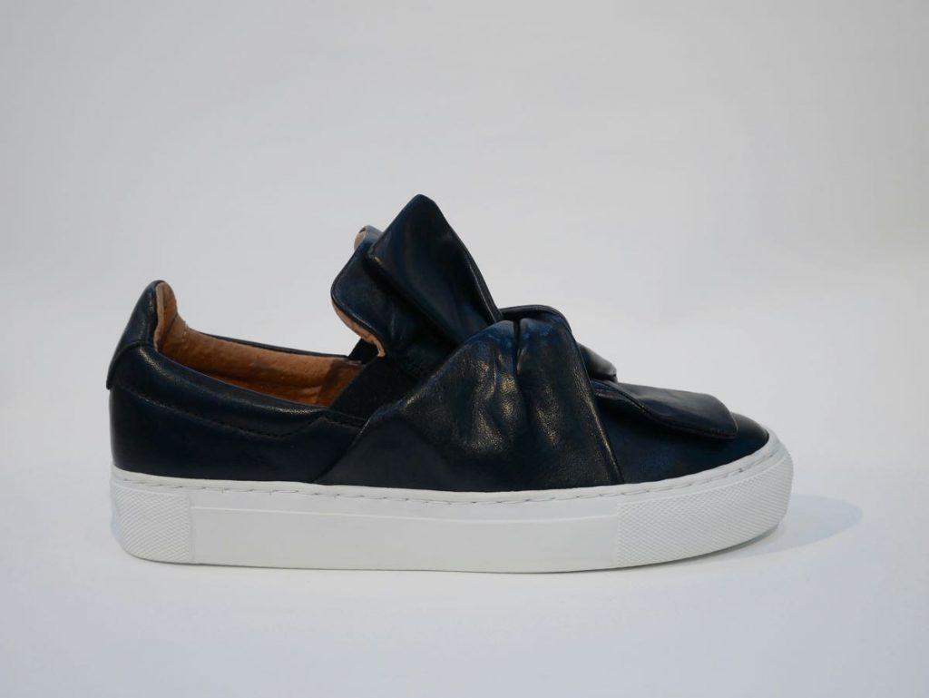 Echtleder Sneaker schwarz mit weißer Sohle