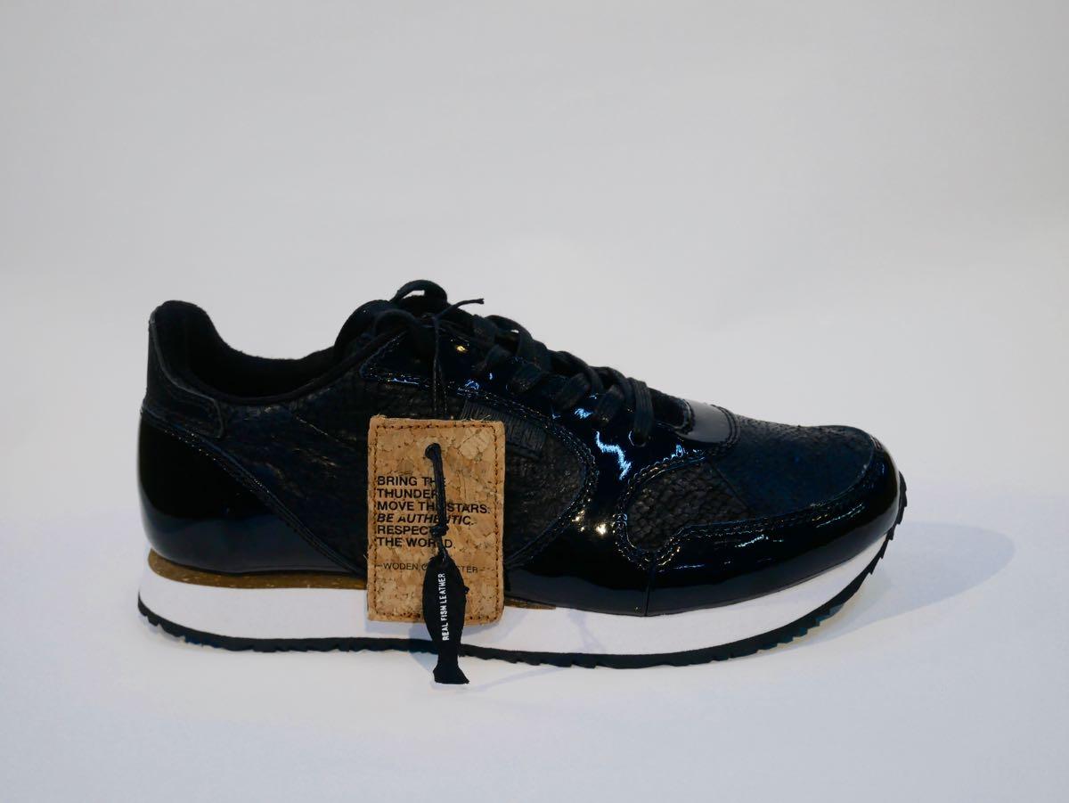 Sneaker aus Fischhaut schwarz
