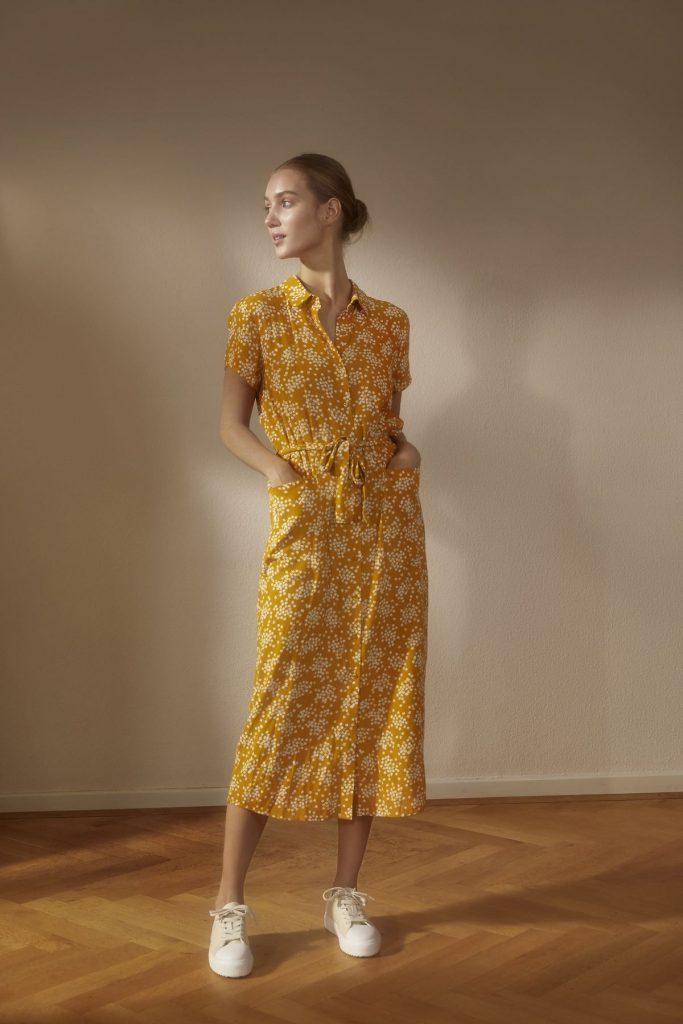 Kleid gepunktet gelb